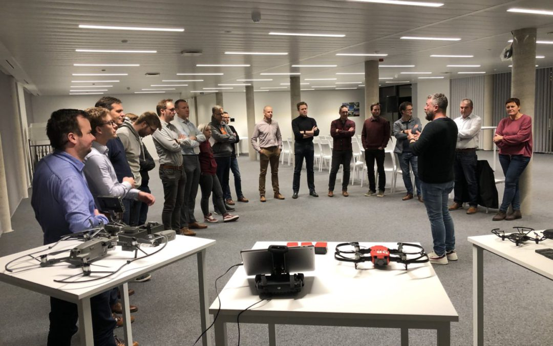 Tiental bedrijven pitchen hun case voor studenten Drones Business Architect